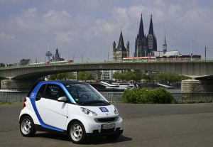 car2go vor dem Stadtbild Köln