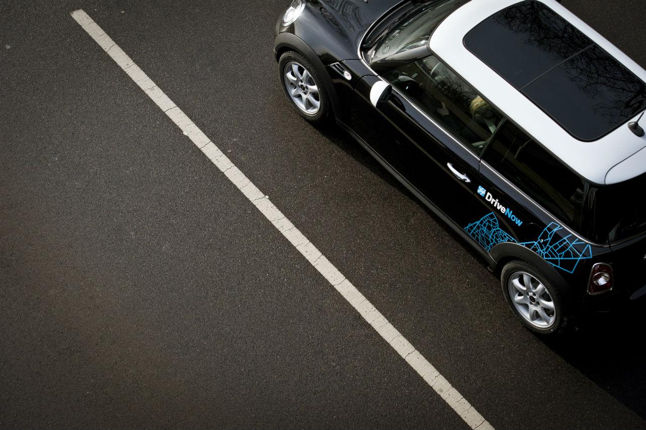 DriveNow Mini auf der Straße