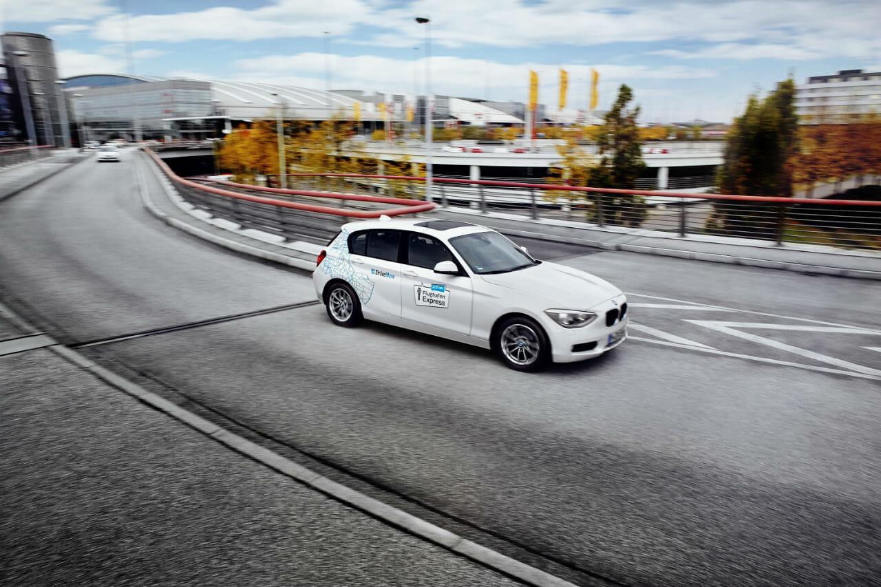 BMW 1er von DriveNow am Flughafen Hamburg