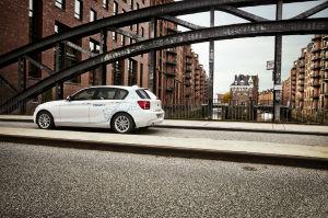DriveNow BMW 1er in der Speicherstadt © DriveNow