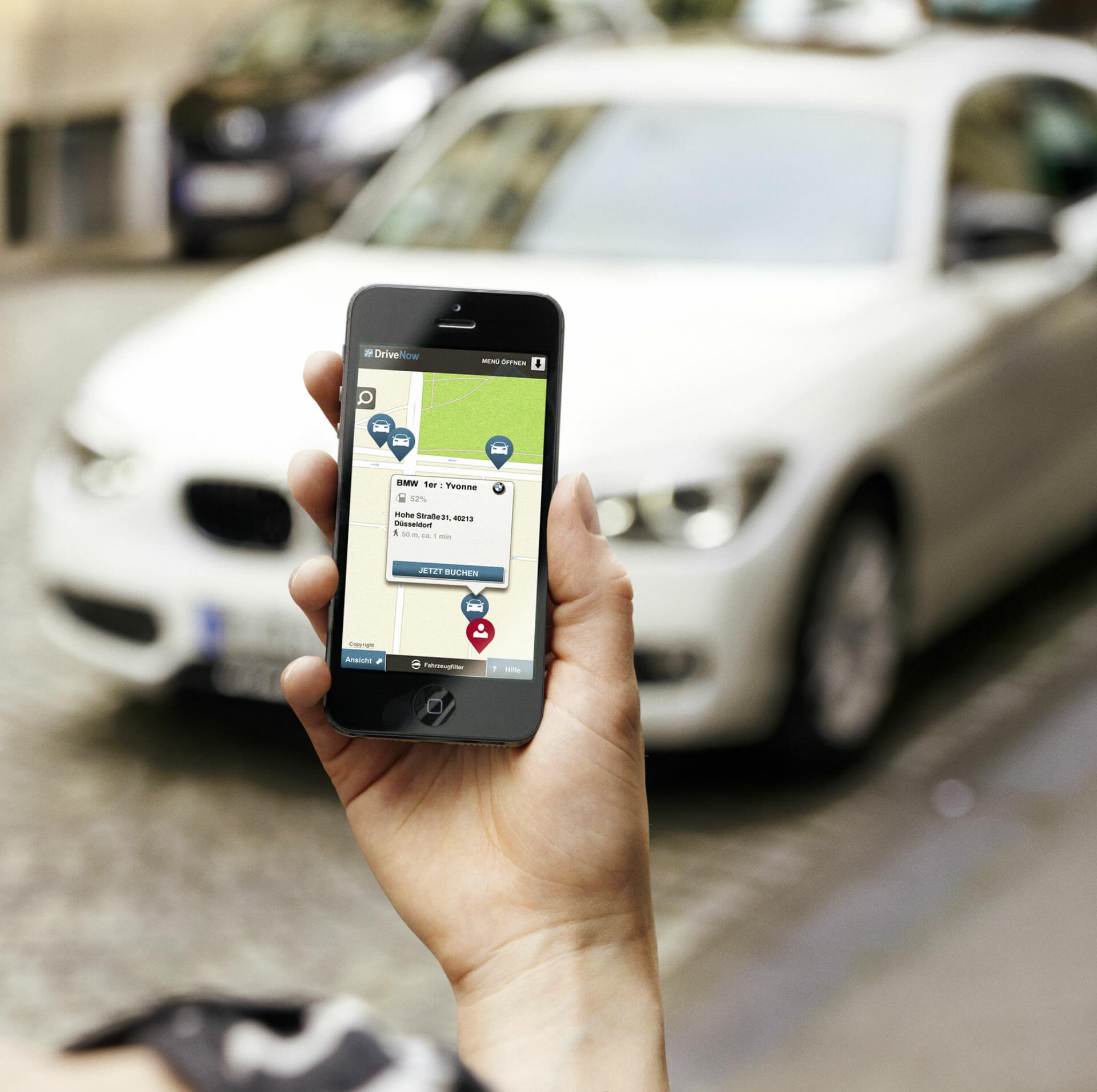 DriveNow App vor einem BMW1er