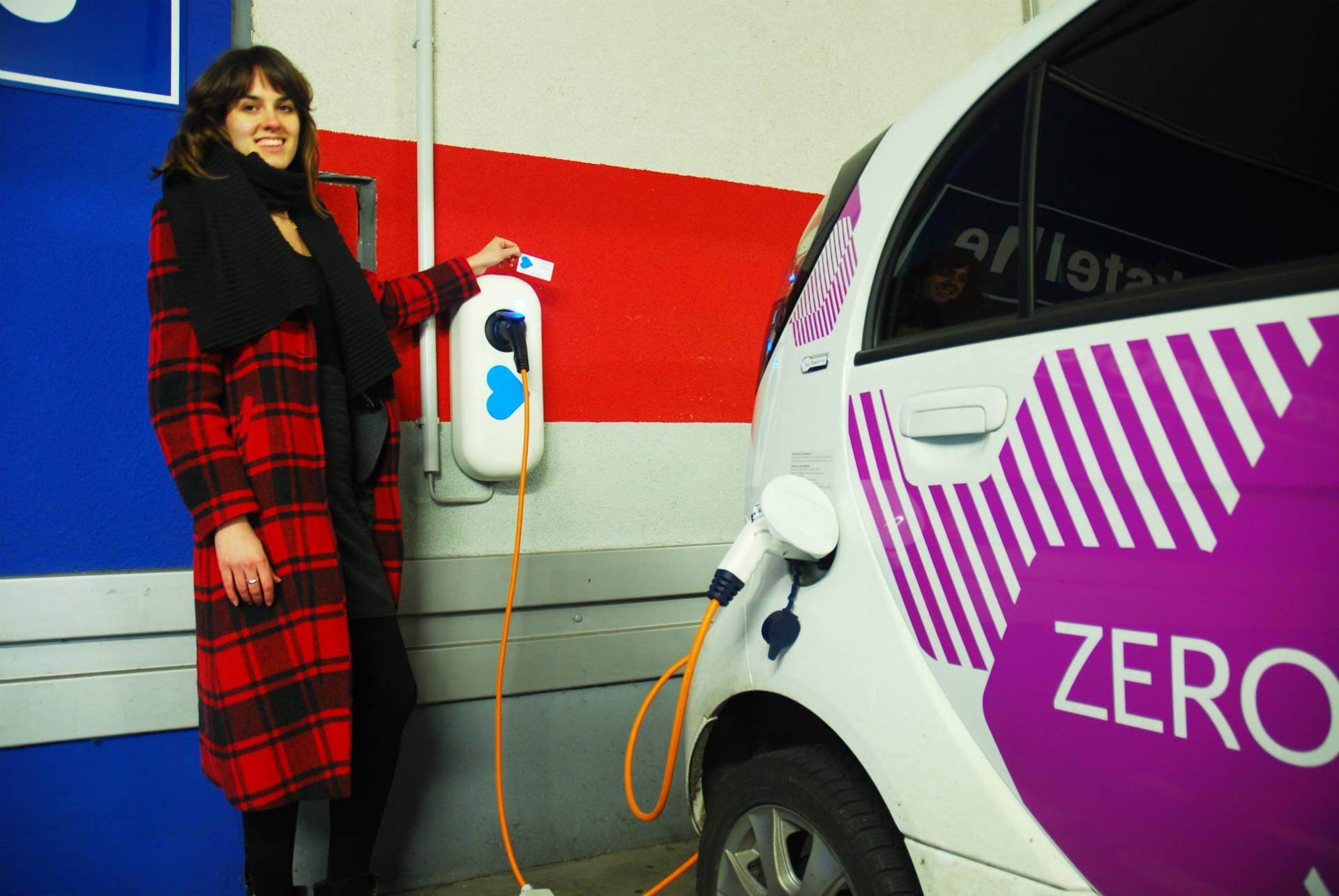 """Elektro-Auto im """"Parkhaus der Zukunft"""""""