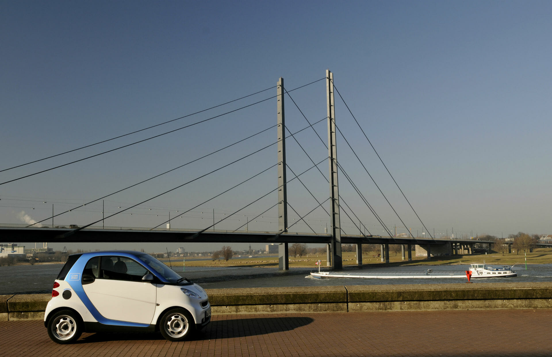 car2go am Rheinufer