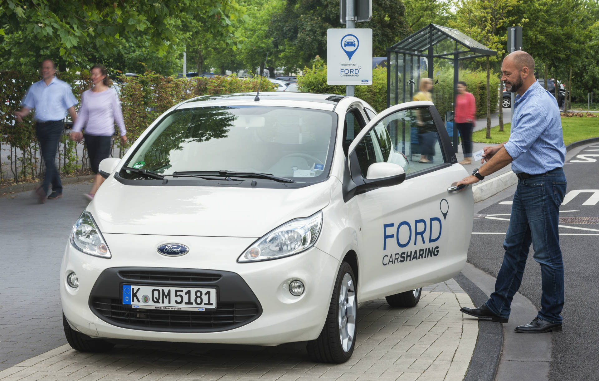 Ford Carsharing an der Station