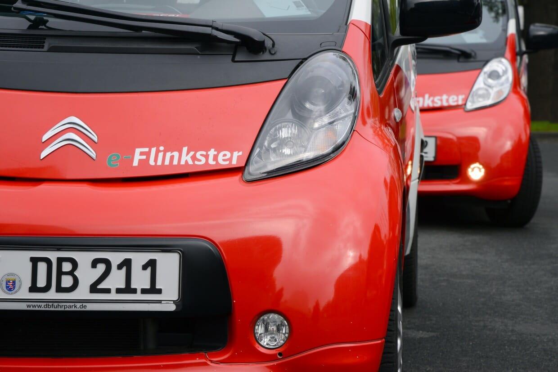 Zwei Flinkster-Fahrzeuge