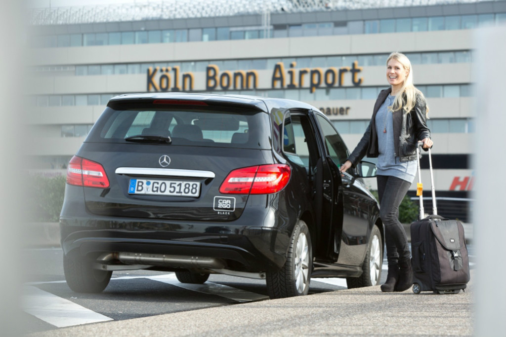 B-Klasse von car2go black am Köln Bonn Airport