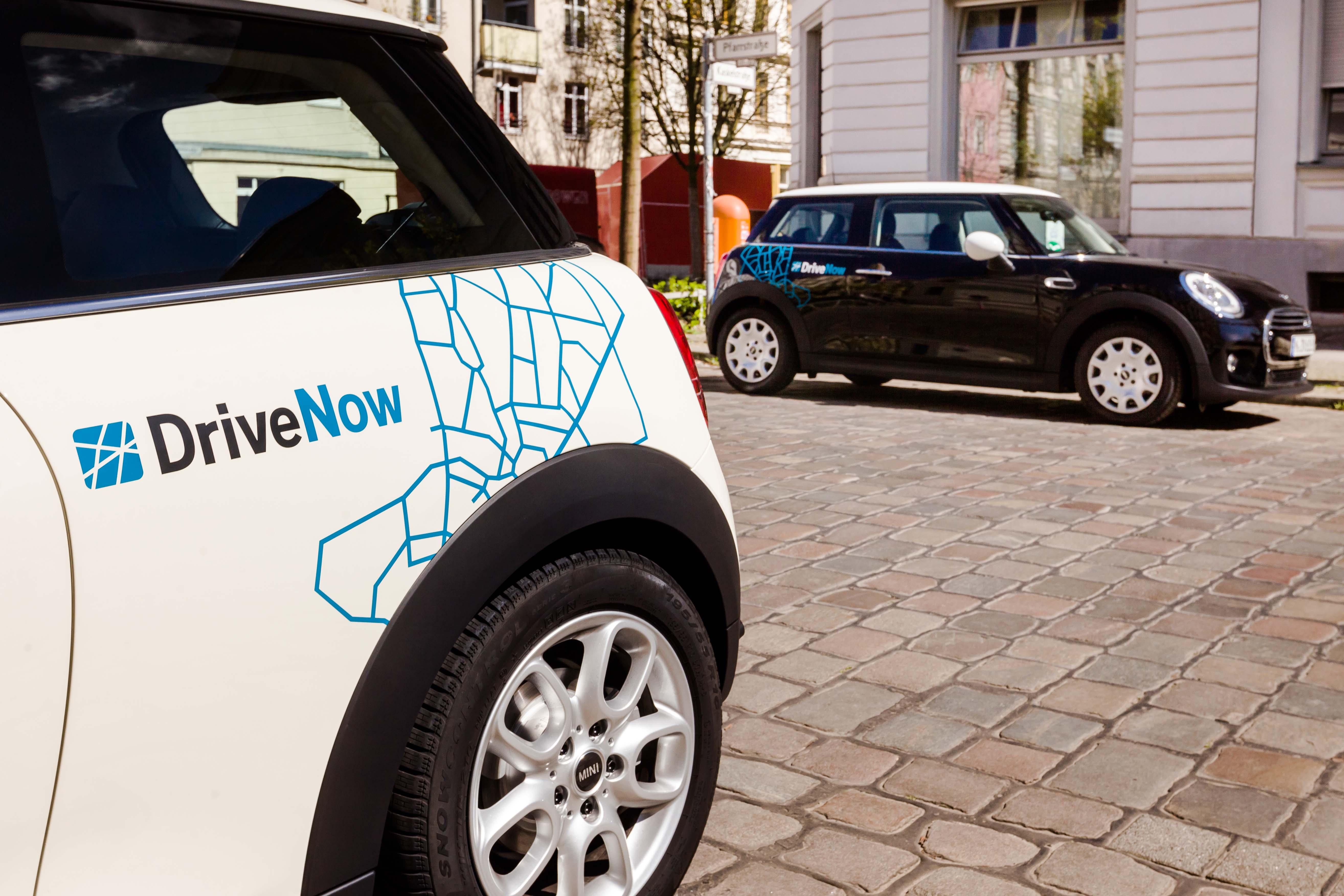 Neuer MINI von DriveNow in schwarz und weiß