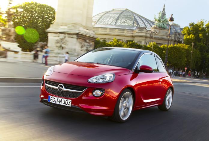 Roter Opel Adam