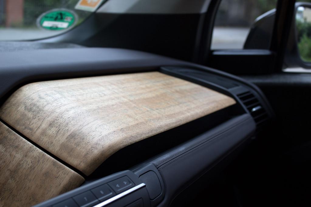 BMW i3 von DriveNow Holz im Innenraum