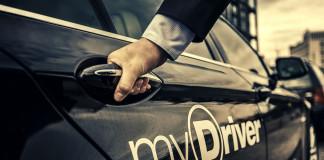 Logo von myDriver an einem Fahrzeug