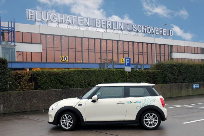 DriveNow MINI am Flughafen Schönefeld