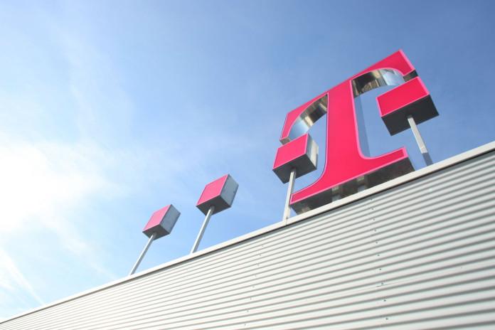 Telekom Logo auf dem Dach