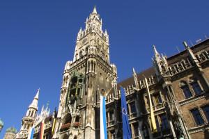 Der Rathausturm in München