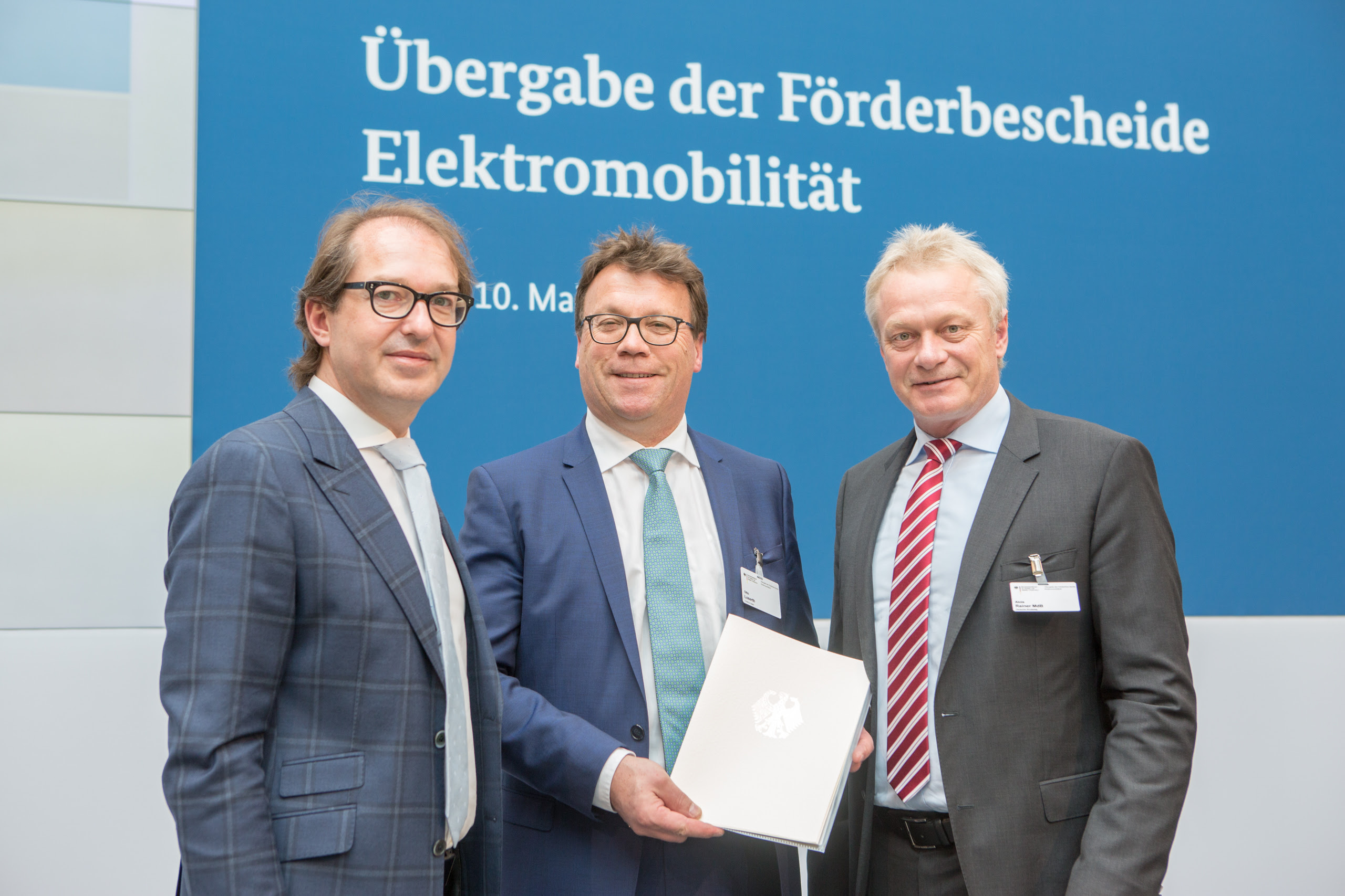 Bundesminister A. Dobrindt, O. Loserth Geschäftsführer E-WALD, Bundestagsabgeordneter A. Rainer (CSU)