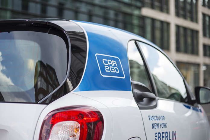 Logo auf einem neuen Smart von car2go