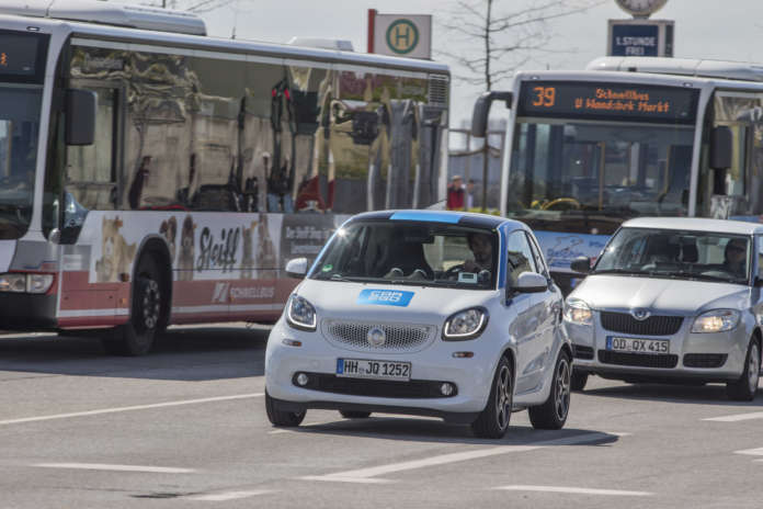 Ein car2go in Hamburg unterwegs