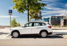 BMW X1 von DriveNow parkt in Hamburg