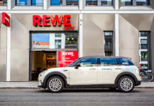 DriveNow MINI vor einem REWE City