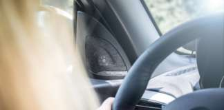 DriveNow Fahrzeug mit Harman Kardon Boxen