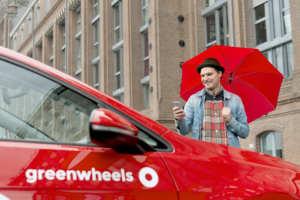 Fahrzeug von Greenwheels in einer Stadt