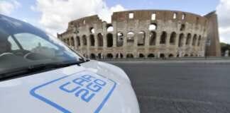 car2go vor dem römischen Kolosseum