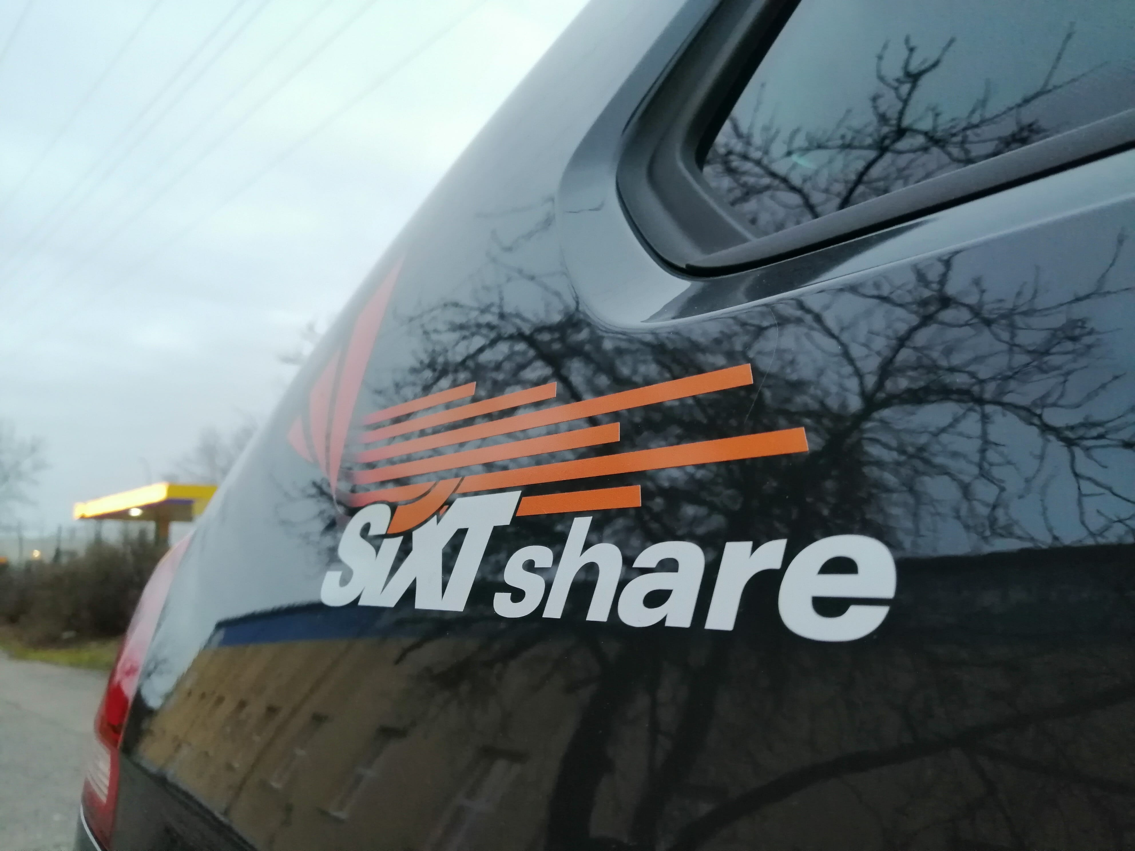 SIXT Share Logo auf einem VW